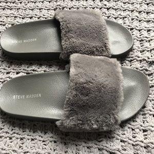 STEVE MADDEN | grey fuzzy slides